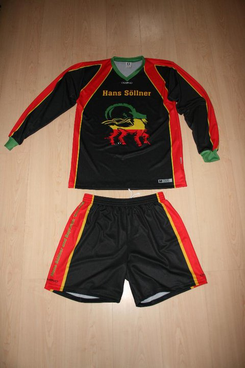 Baiershofer Fußballdamen im Hans Söllner Dress